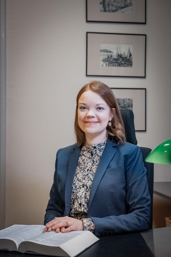 Asianajaja, varatuomari, OTM Anni Honka