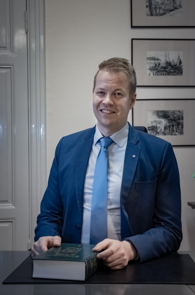 Asianajaja, osakas, varatuomari, OTM Antti Malinen