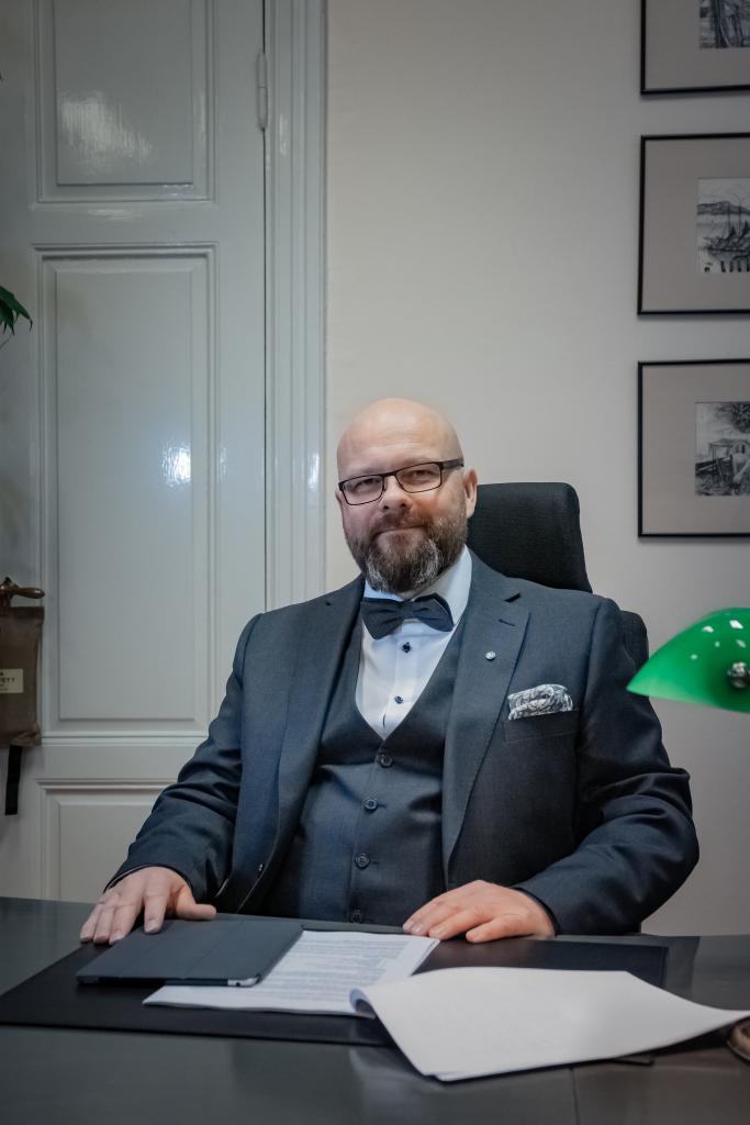 Asianajaja, osakas, varatuomari, OTK Mika Allén